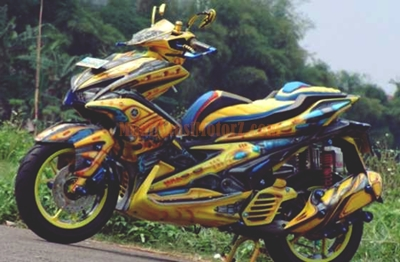 foto-modifikasi-aerox-155-kuning-bumble-bee