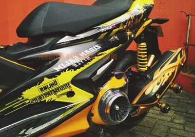 modifikasi-aerox-155-kuning-transformer-bumble-bee
