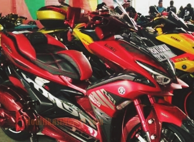 modifikasi-aerox-155-merah-headlamp-LED-eagle-eyes