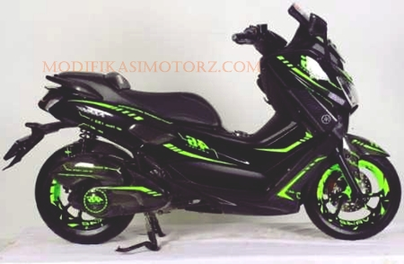 modifikasi-yamaha-nmax-155-hitam-strip-hijau