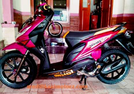 motor beat modifikasi standar warna merah