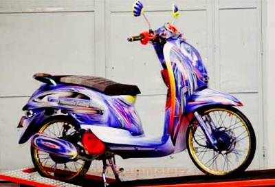 gambar-modifikasi-motor-scoopy-simple-airbrush-grafis-velg-jari-jari