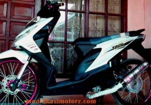 motor beat modifikasi standar warna putih